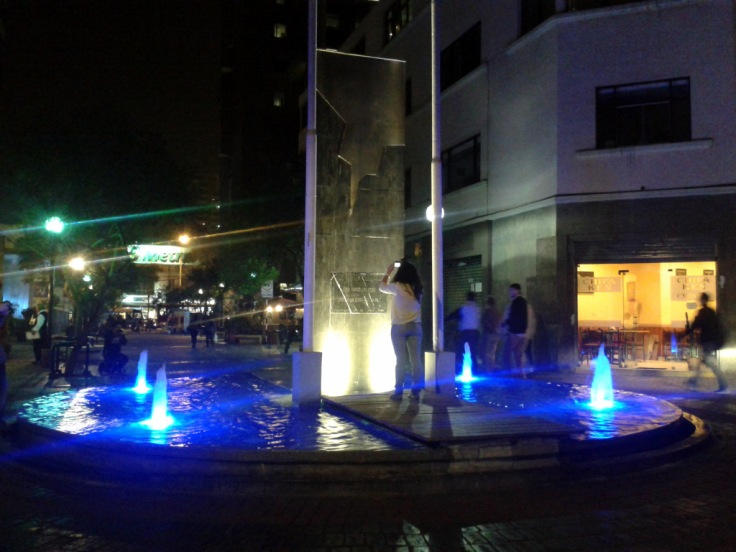Estudiantes en prácticas de foto nocturna