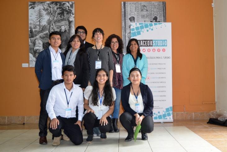 Equipo de PlaceOKStudio y estudiantes ruicinos que apoyaron el evento.